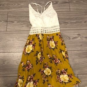White and flower patterned dress💫